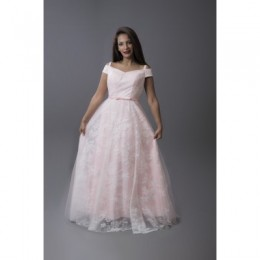 فستان دانتيل مع اكتاف مفتوحة