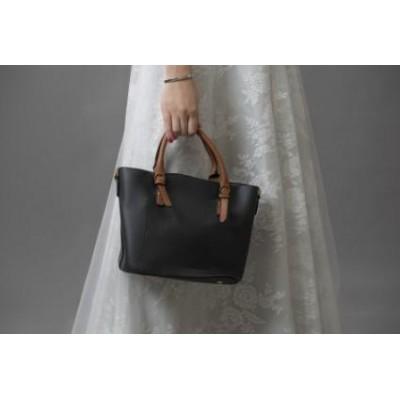 حقيبة يد بمقبض مميز